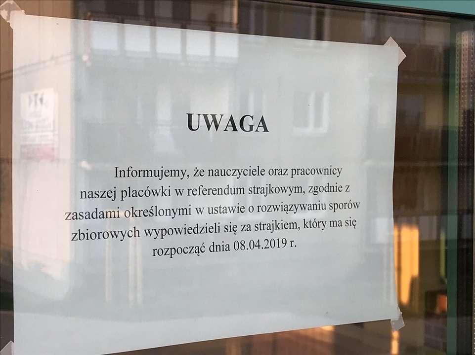Informacja o strajku nauczycieli