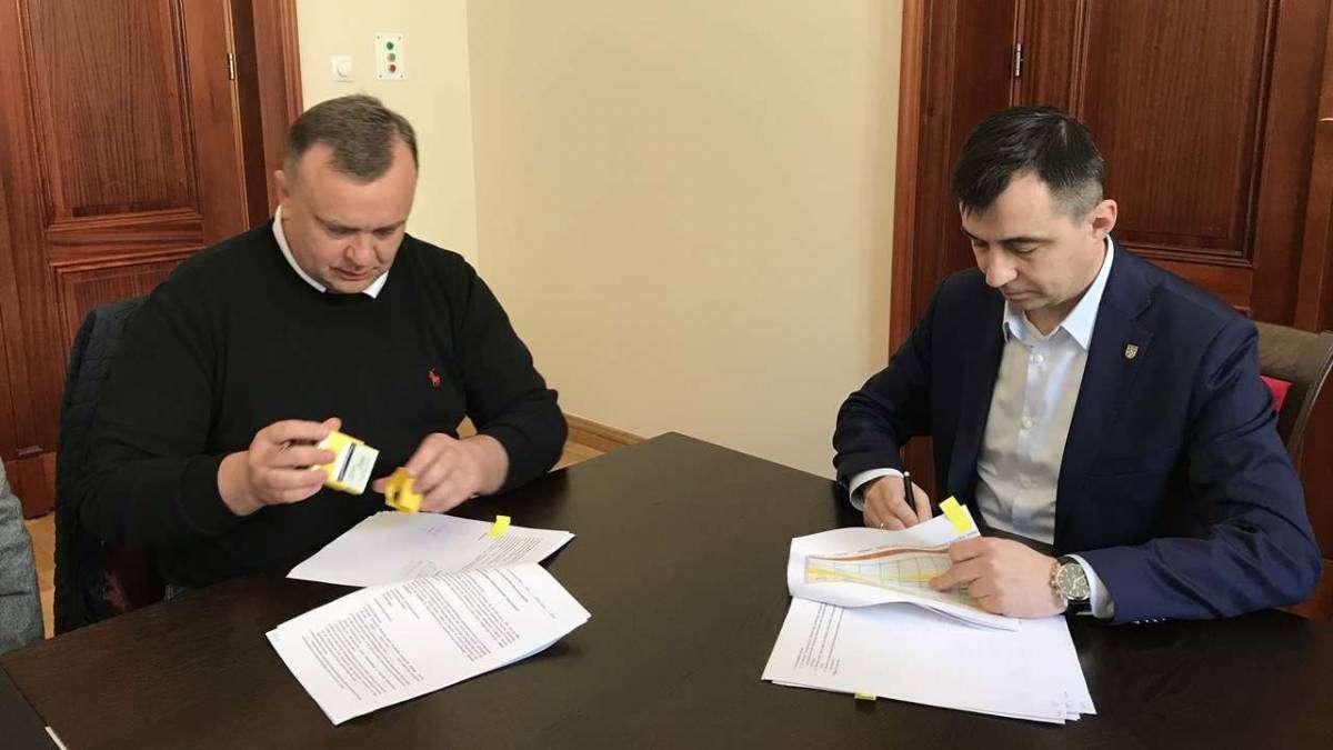 Podpisanie umowy z wykonawcą budynku socjalno-komunalnego.