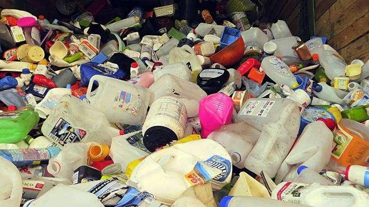 butelki po odpadach chemicznych należy wrzucać do plastków