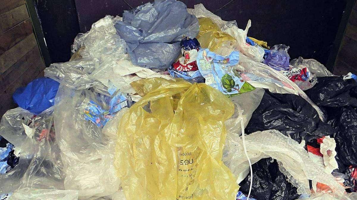 worki foliowe należy wrzucać do plastików