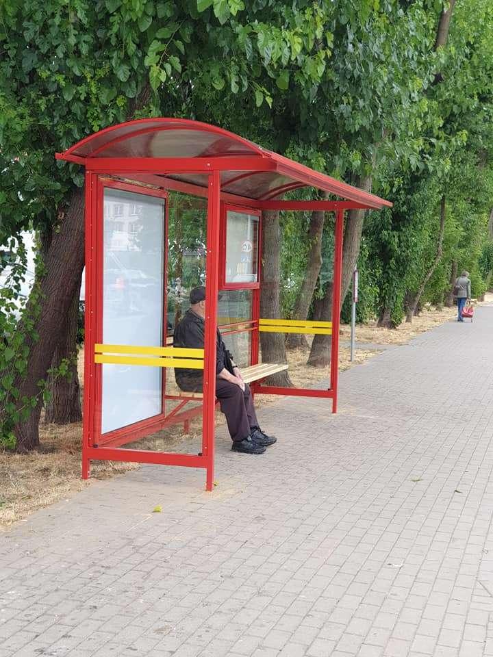 Nowe-wiaty-na-przystankach-przy-ul.-Armii-Krajowej_3