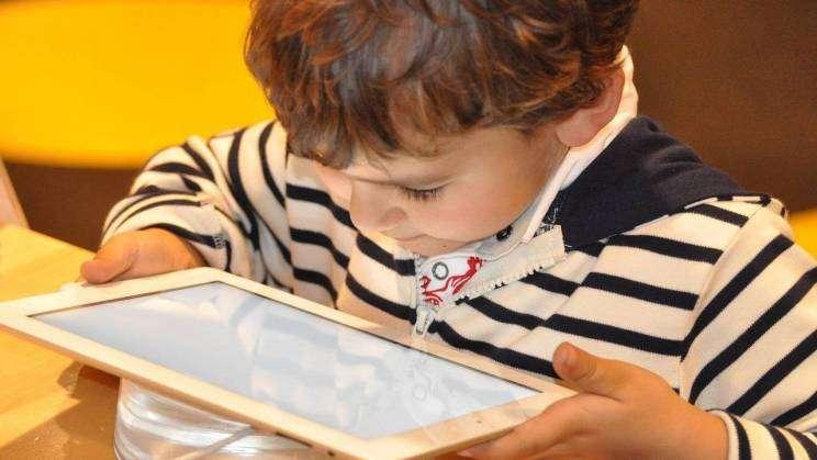 dziecko internet fot. pixabay