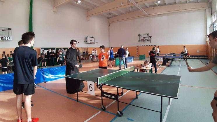 mistrzostwa ministrantów i lektorów w tenisie stołowym