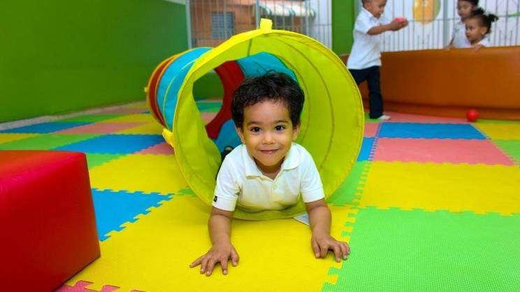 Bawiące się dziecko (fot. Pixabay)