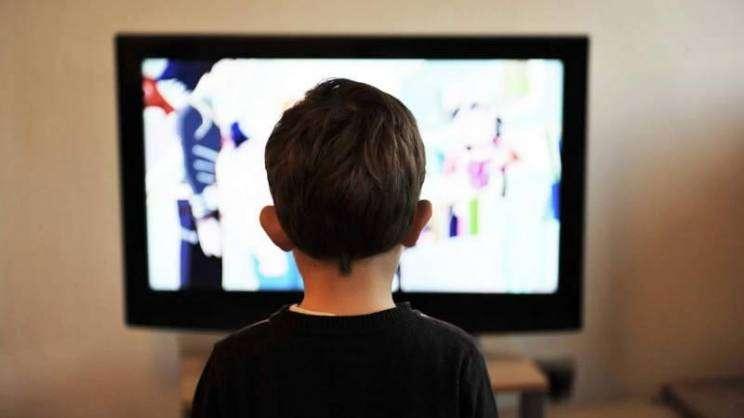 dziecko-telewizja-pixabay--w800-h600
