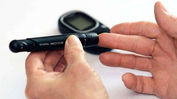 cukrzyca diabetyk pomiar cukru we krwi (fot. Pixabay)