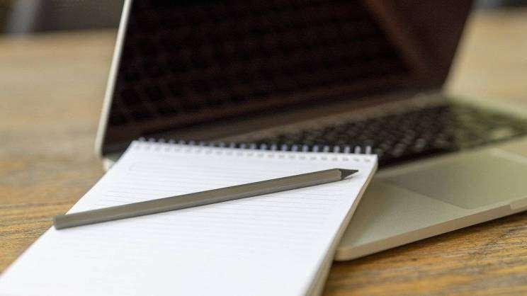 laptop-praca-szkoła-pixabay