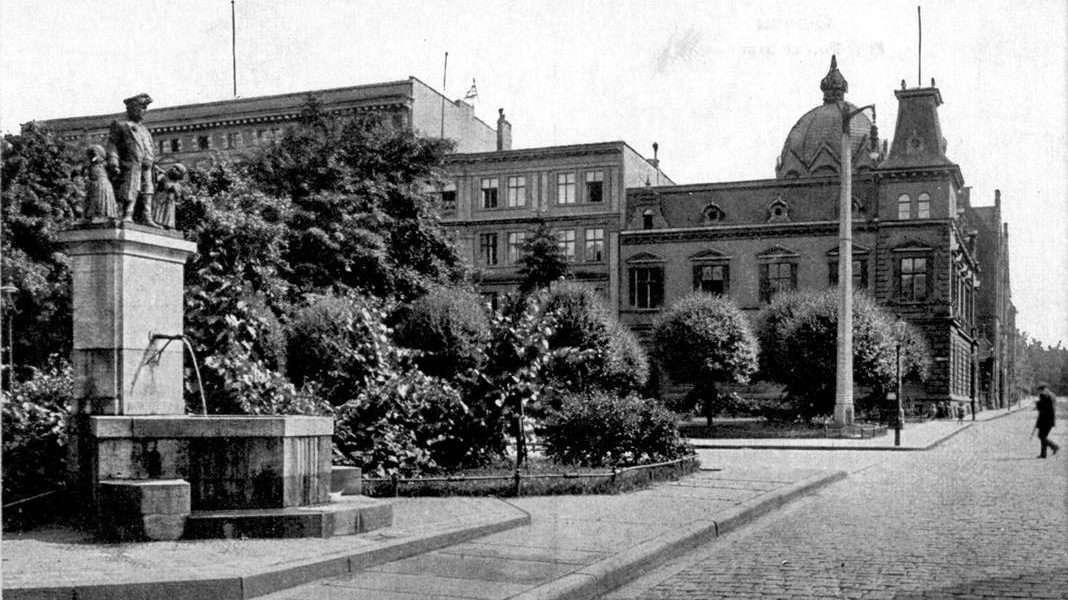 Pomnik Reuter 3