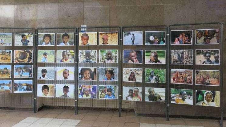 wystawa-wszystkie-dzieci-nasze-są-fotostopemprzezswiat-G.S zajawka-w800-h600