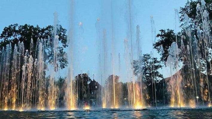 18-07-2020-Fontanna-w-Parku-Słowiańskim-fot.-M.-Dytwińska-Gawrońska