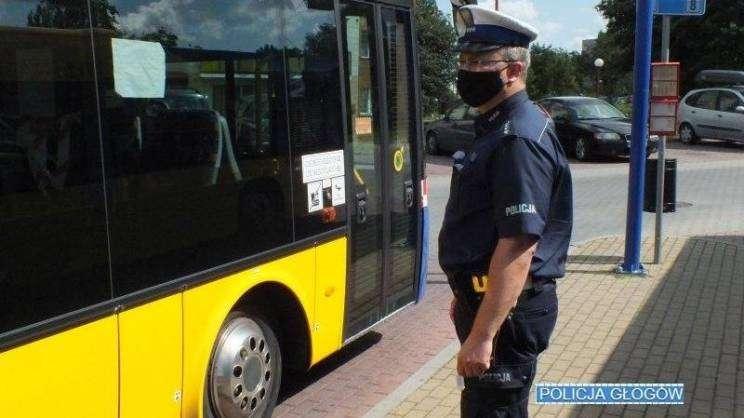 autobus_maseczki-policyjne-kontrole-autobusy-Głogów1