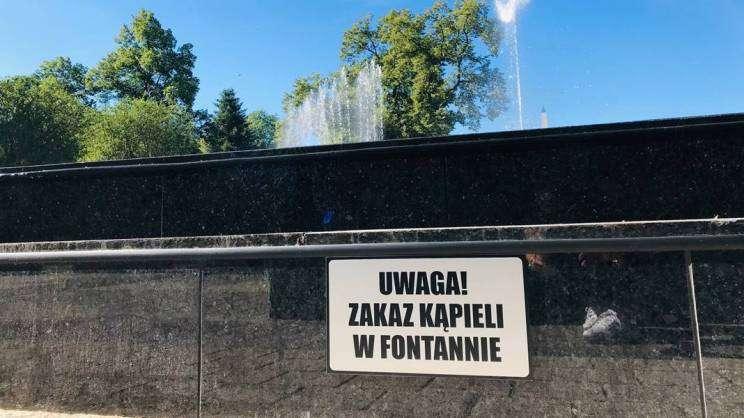 tabliczka-zakaz-kąpieli-fontanna-Park-Słowiański-Głogów-31.07.2020-fot. M.Dytwińska-Gawrońska - zajawka
