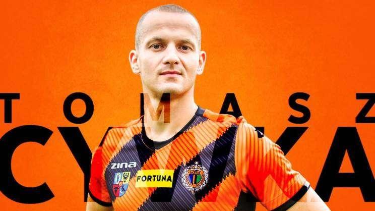 na zdjęciu Tomasz Cywka nowy zawodnik Chrobrego Głogów