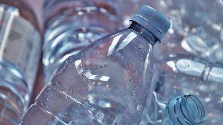 2020-09-15 plastikowe butelki (fot. Pixabay)
