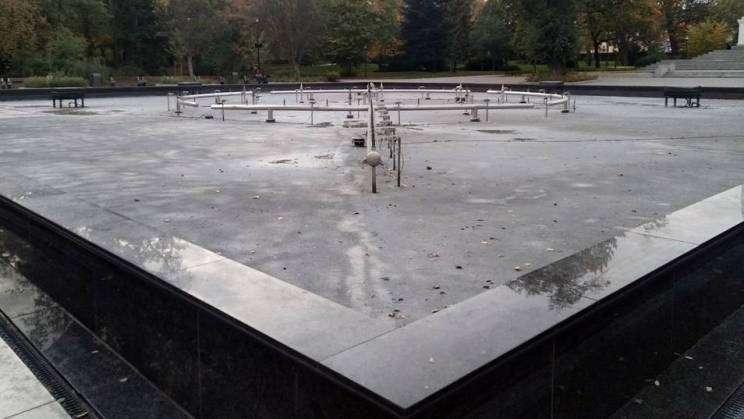 22.20.2020 fontanna w Parku Słowiańskim w Głogowie, zdj. M. Komperda
