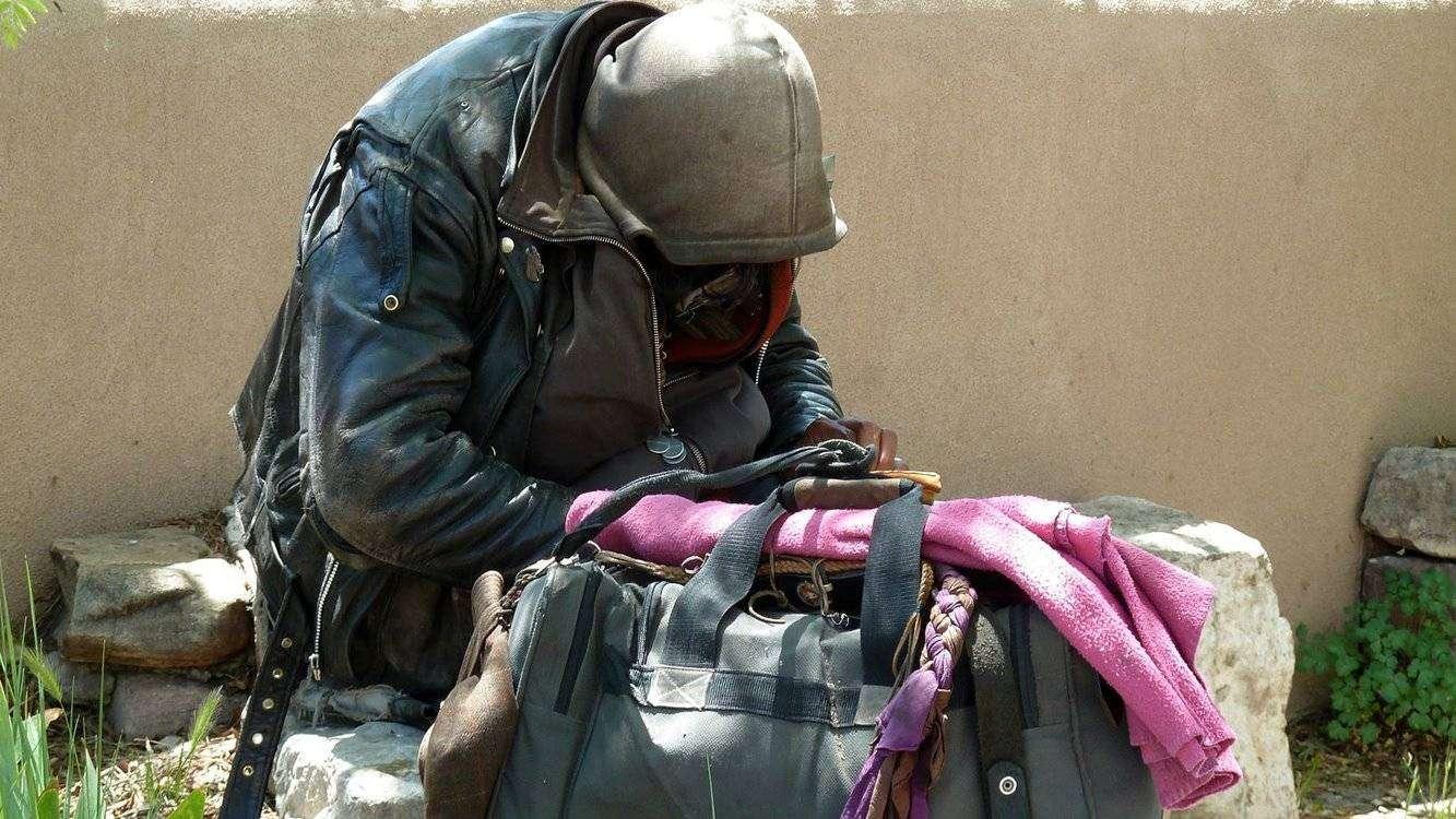 bezdomny człowiek, pixabay
