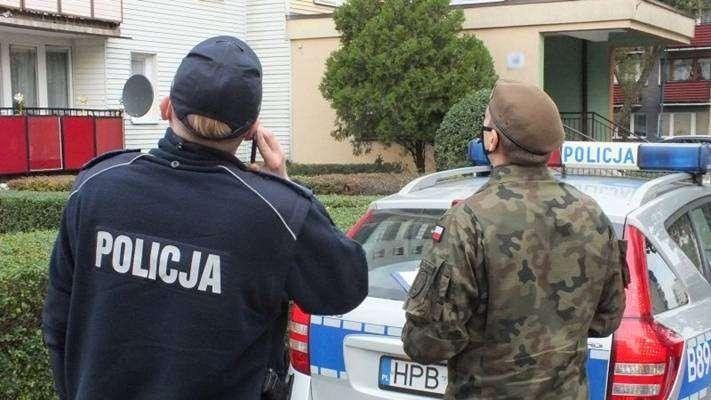 policjant i żółnierz WOT kontrola osób objętych kwarantanną Głogów 21.10.2020r. zajawka-w800-h600