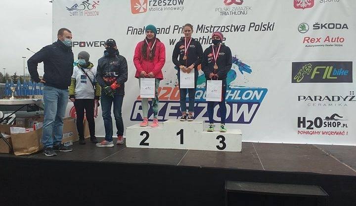 2020-11-09 Mistrzostwa Polski w Aquatlonie w Rzeszowie - dekoracja zawodników -