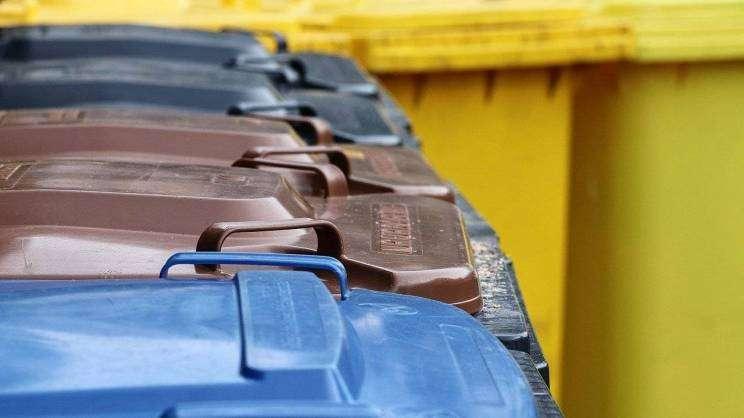 pojemniki do segregacji śmieci (fot. pixabay)