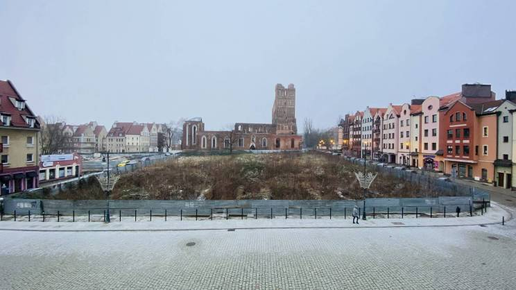 2021-01-12 Widok na działkę przed Ratuszem (fot. K. Brzezińska)