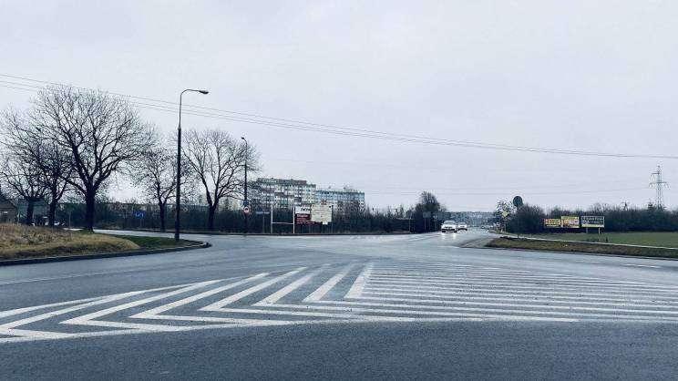2021-01-28 skrzyżowanie ul. Wojska Polskiego z ul. Piłsudskiego (fot. K. Brzezińska)
