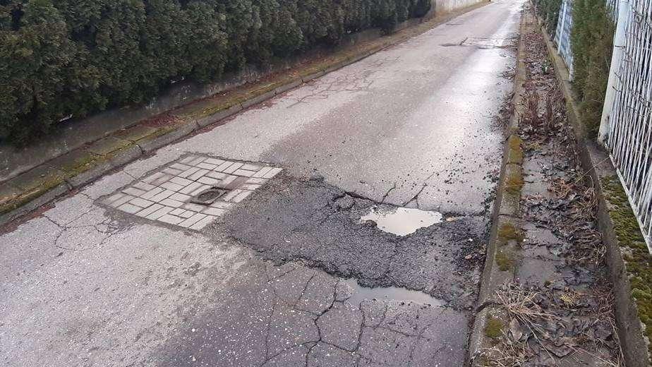 droga przy ul. Obrońcó Pokoju w Głogowie - dojazd do kliniki oklulistycznej