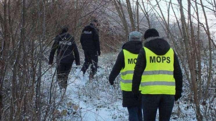 Działania MOPS,policji i strażaków-osoby bezdomne-Głogów-21.02.2021