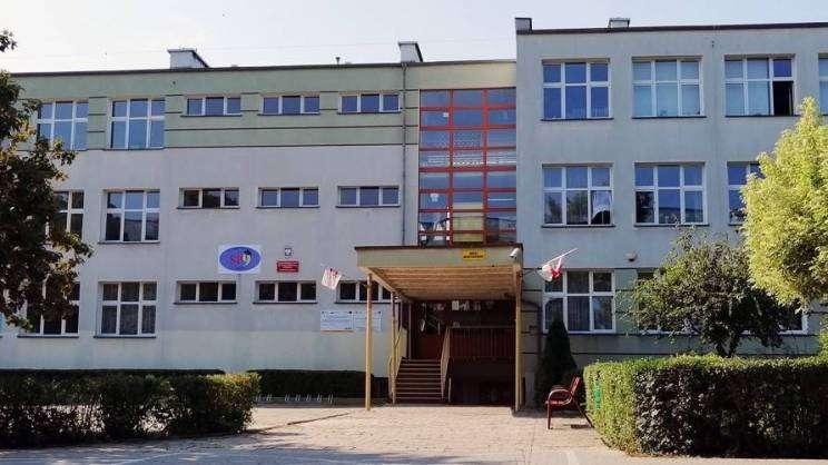 Budynek szkoły podstawowej nr 9 w Głogowie