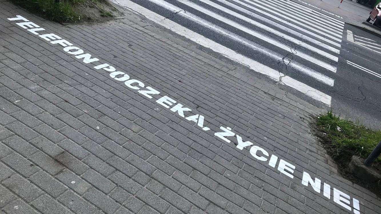 napis przed pasami dla pieszych, MDG