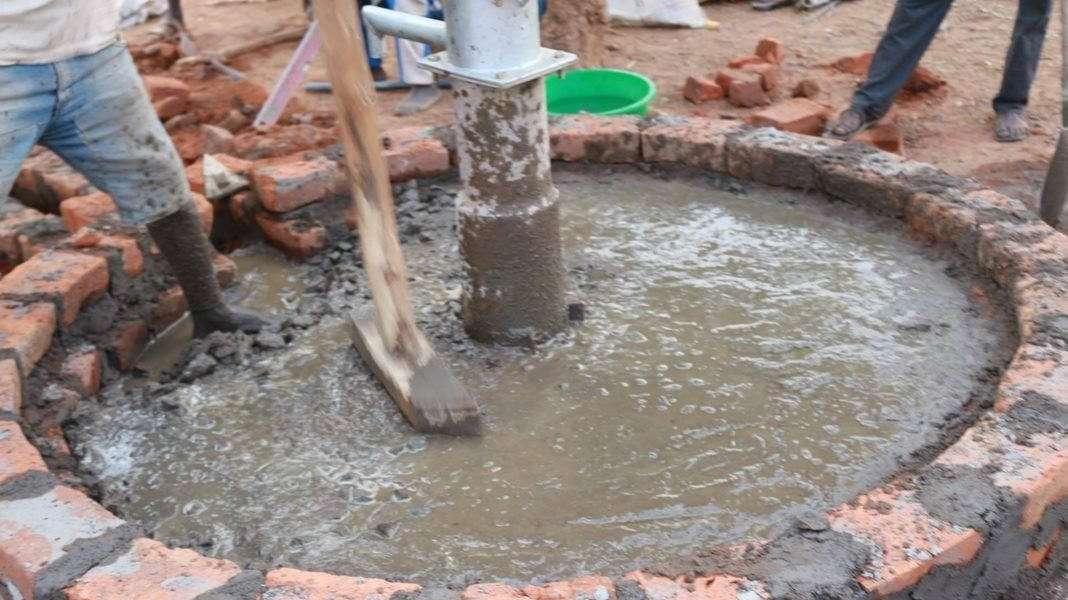 Budowa-studnia-ww-miejscowosci-Nimaro-w-Ugandzie-2