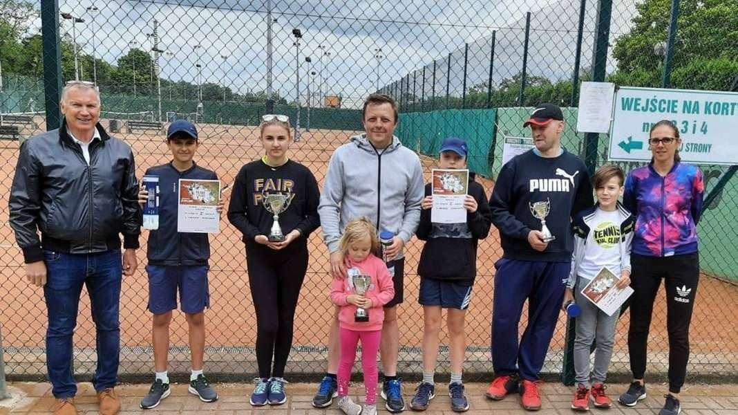 Rodzinny-Turniej-Deblowo-Mikstowy-w-tenisie-w-Glogowie.-13.06-12