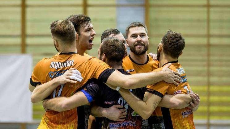 drużyna SPS Chrobry Głogów radość po meczu siatkówki