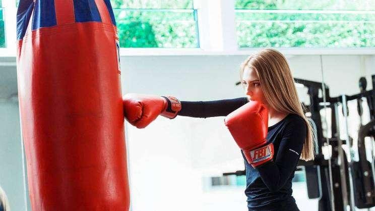16.07.2021r.-na zdjęciu kobieta trenująca boks-fot.pixabay