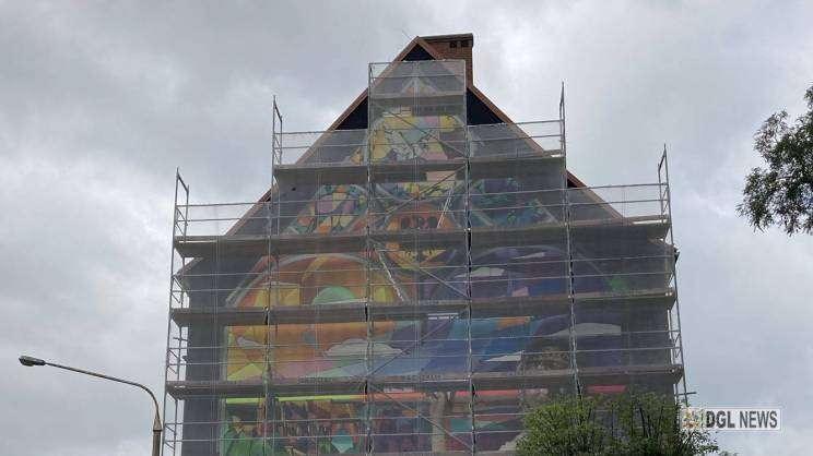 17.08.2021 mural na kamienicy w Głogowie, MDG
