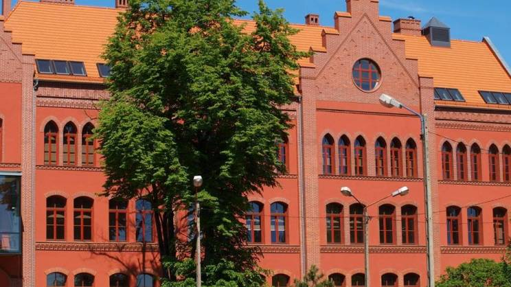 na zdjęciu uczelnia PWSZ w Głogowie 30.08.2021r.