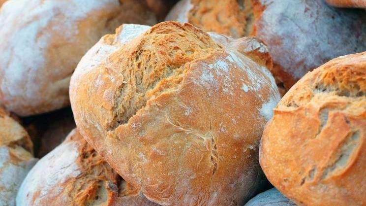 na zdjęciu bochenki chleba fot. pixabay