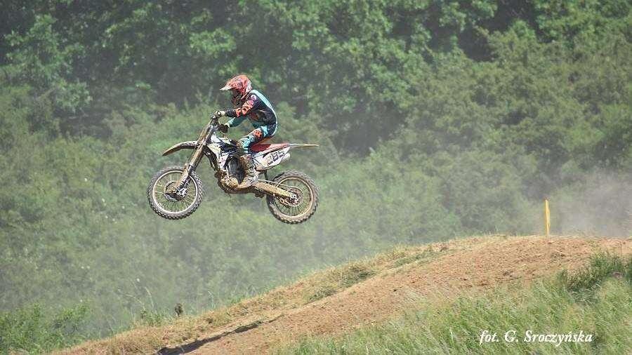 motocyklista na motorze w wyskoku, zdj. G. Sroczyńska
