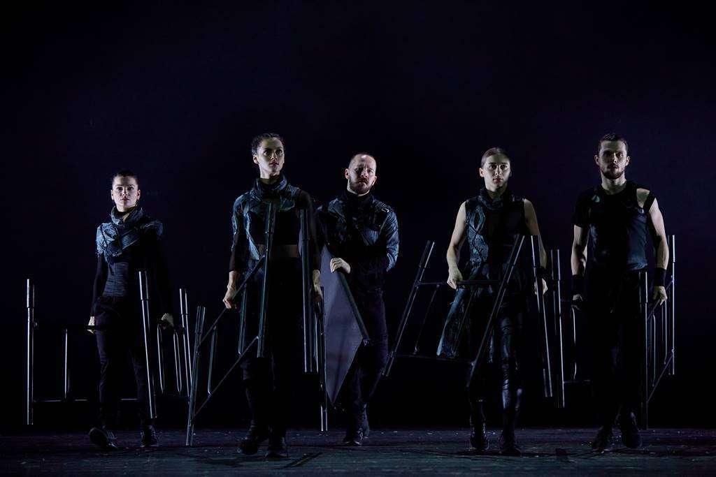 na zdjęciu sylwetki pięciu osób z zespołu kepler