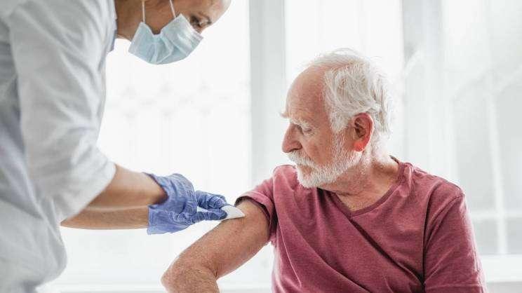 senior na szczepionce, adobe